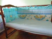 детскую кроватку с матрасом с бортиками
